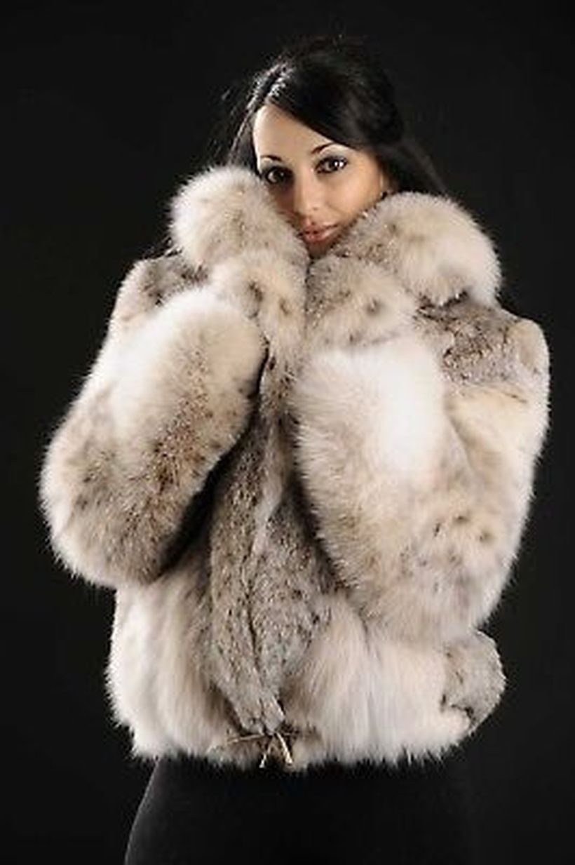 Cute-white-and-grey-fake-fur-thick-coats