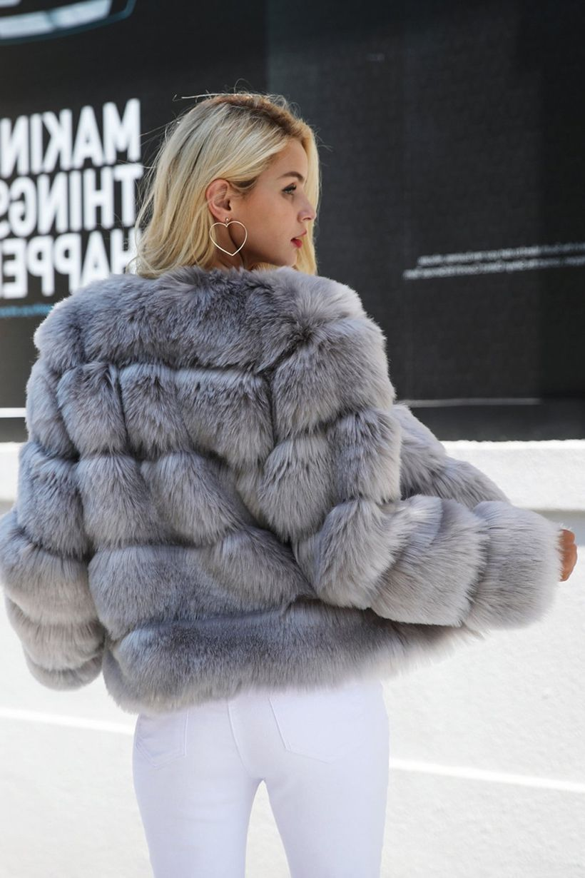 Stylish-pink-fake-fur-thick-coats-for-women
