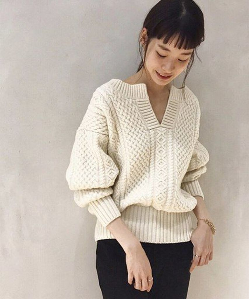 Beige knit sweater to perfect your style