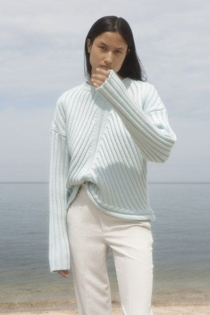 Bright knit sweater to beautify your style
