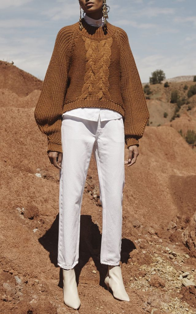 Brown knite sweater to complete your style