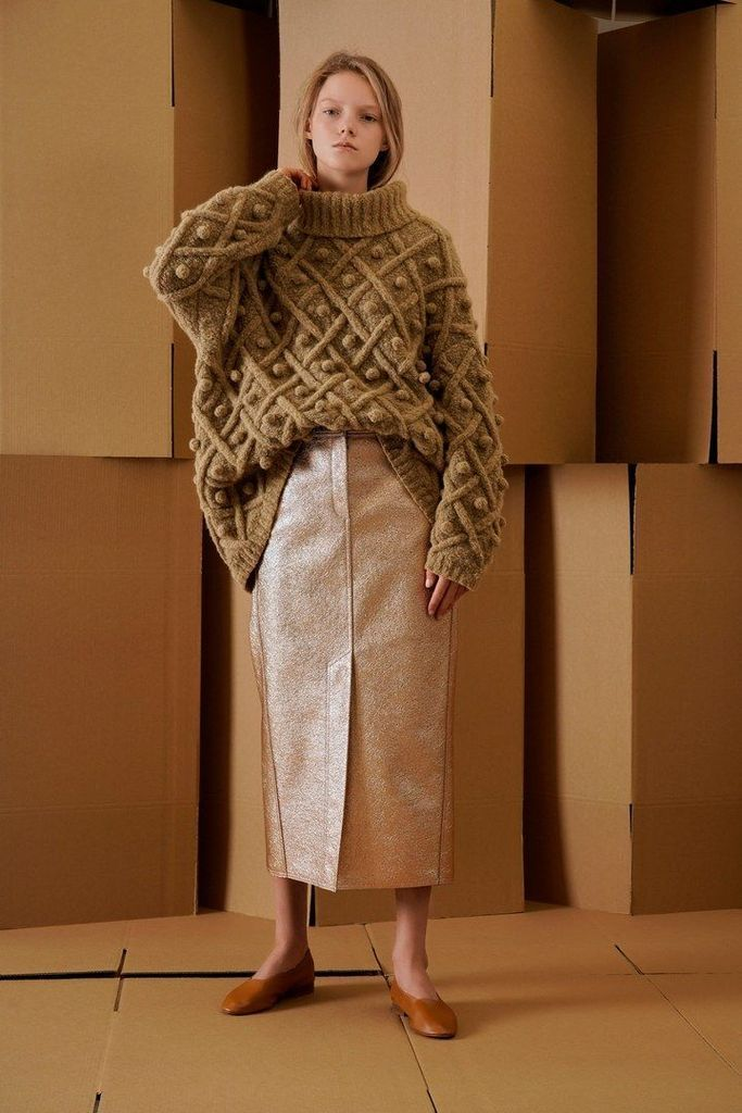 Oversize knit sweater in brown