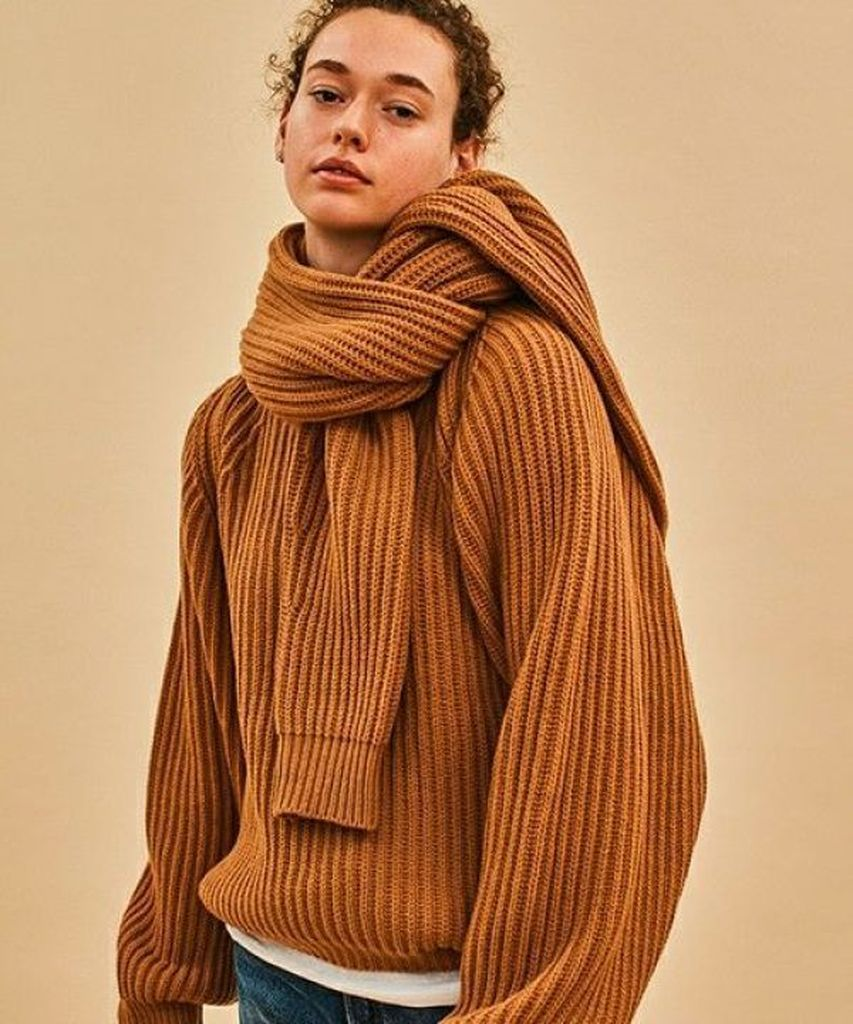 Knite sweater in brown to beautify your style