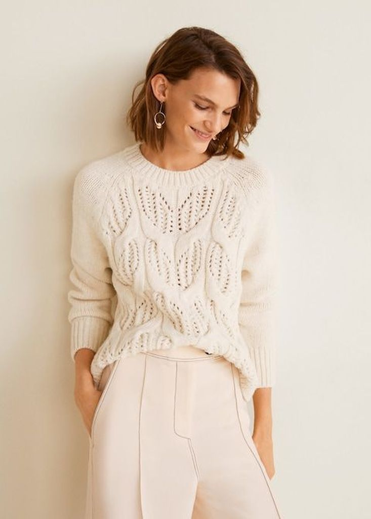 Perfect white knit sweater to update your style