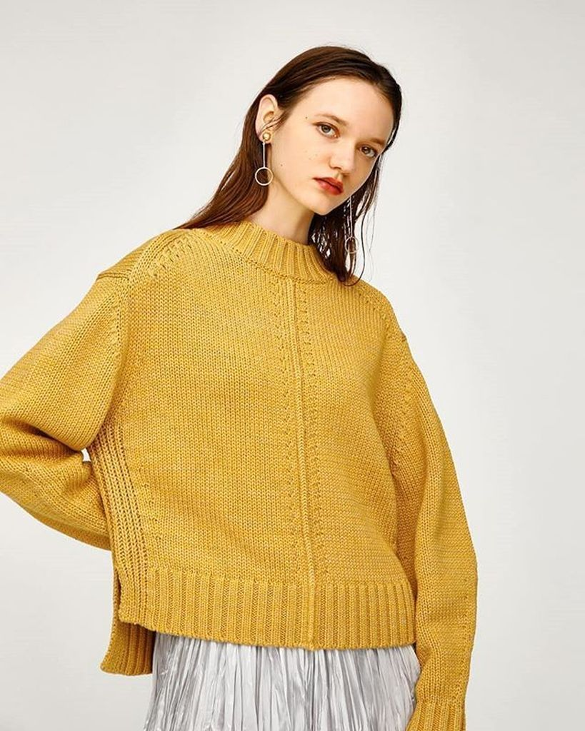 Yellow knit sweater to complete your style