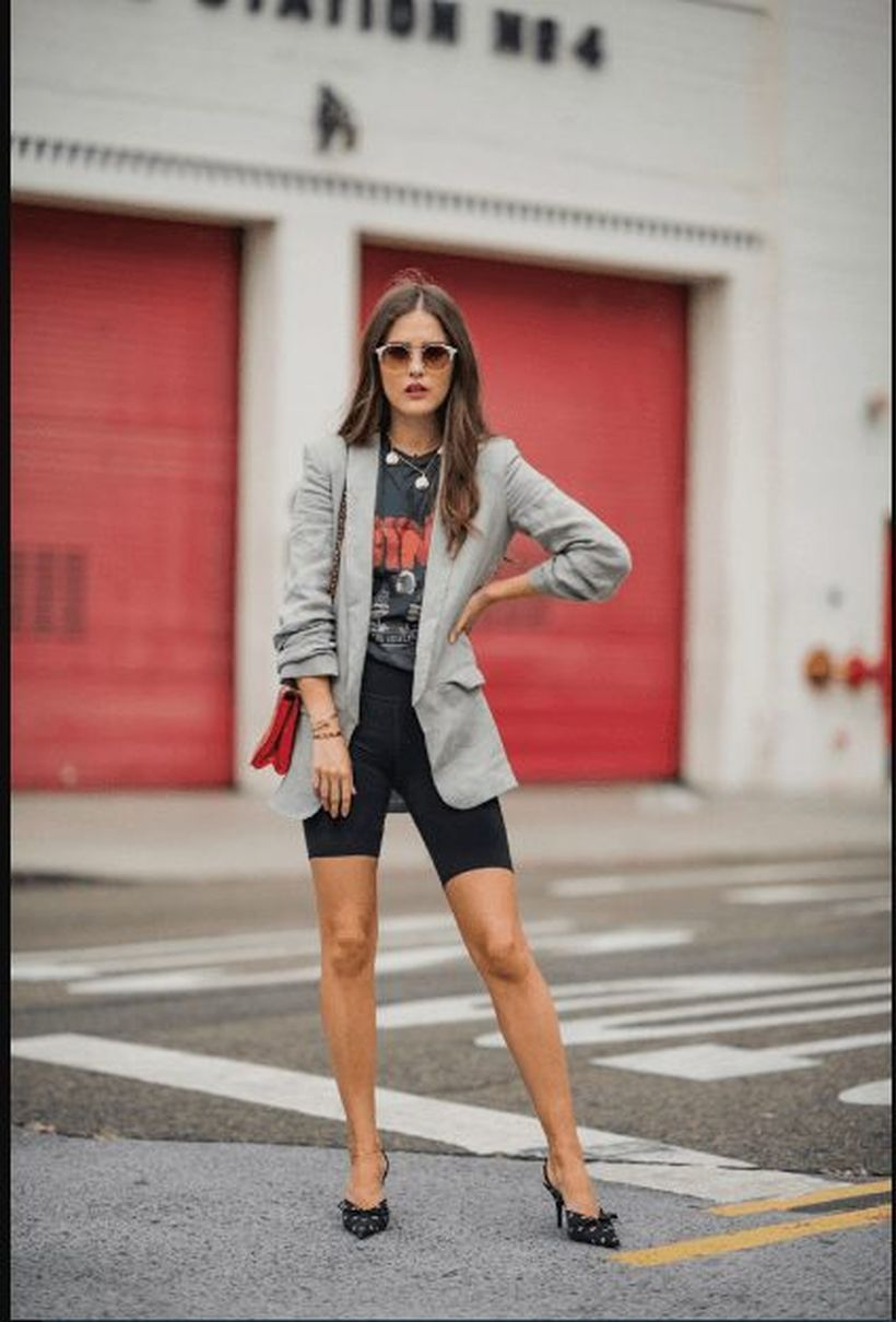 An-interesting-wear-bike-outfit-combined-with-wear-a-summer-blazer-made-from-soften-fabrics-such-as-linen-or-chambray-and-will-be-gone-soon-you-can-add-some-chunky-statement-jewelry-for-a-chic-look.-