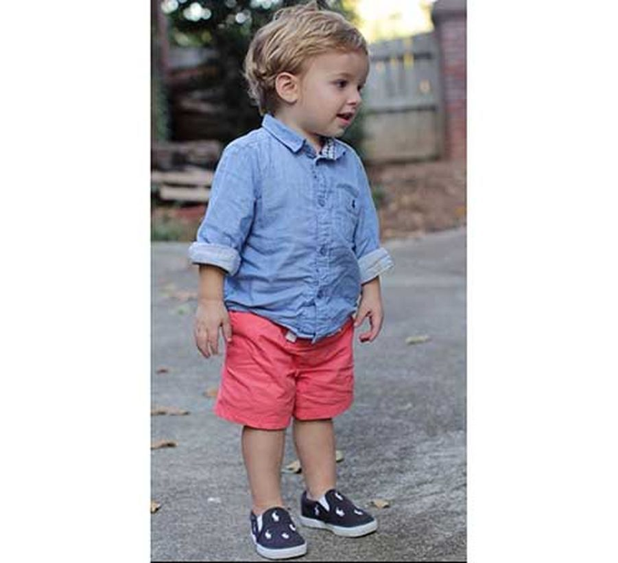 Baby-wear-for-boys-summer-outfits-ideas-with-a-denim-shirt-light-pink-shorts-and-black-and-white-shoes-to-look-cool