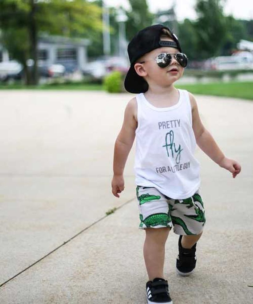 Little-boys-summer-outfits-ideas-with-white-t-shirt-sleeveless-crocodile-pattern-on-short-black-shoes-and-add-accessories-such-as-glasses-and-hat-to-look-cool