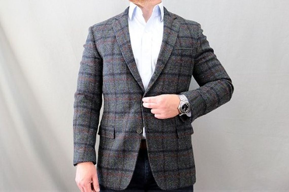 Simple-plaid-sport-coat-for-men-with-long-sleeve-white-shirt-and-watches-for-your-accessories