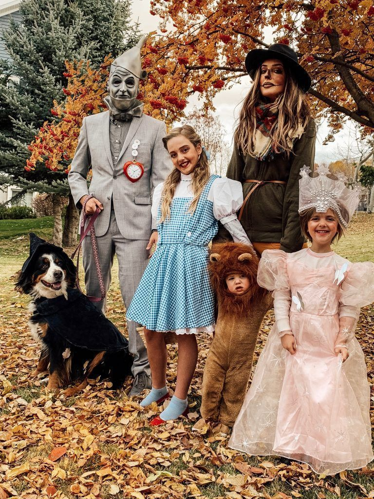 An amazing halloween costumes with family