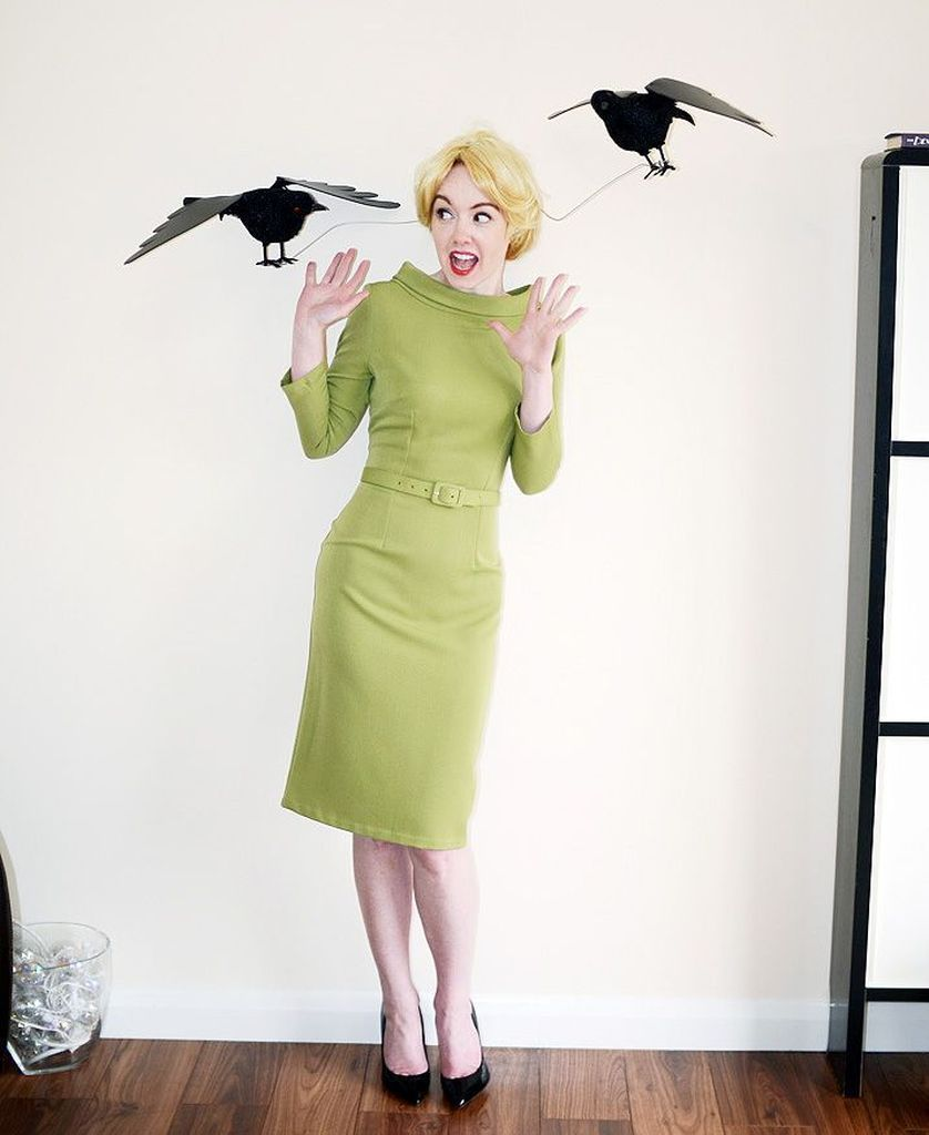 Green dress combined with crows