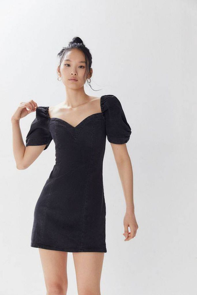 An awesome outfit for women with puff shoulder mini dress in black to beautify your style