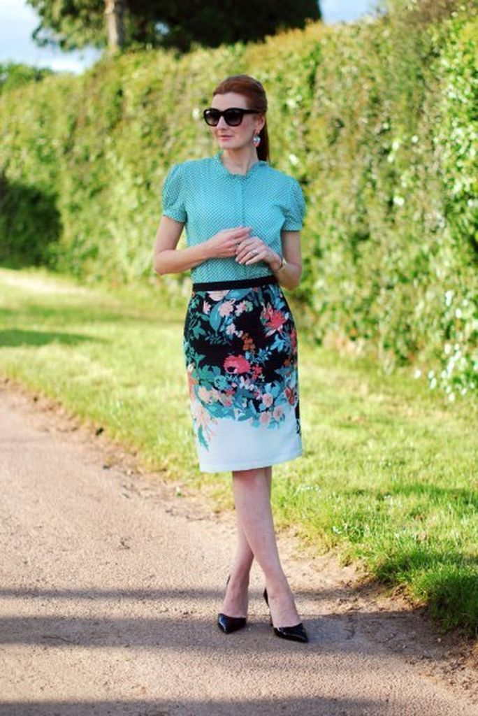 Comfy casual outfit with blue puff sleeve blouse combined with floral printed pencil skirt to beautify your style