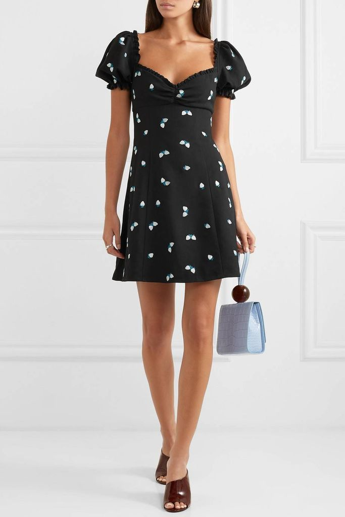 Cute outfit style with patterned puff shoulder dresses in black to perfect your style in this year