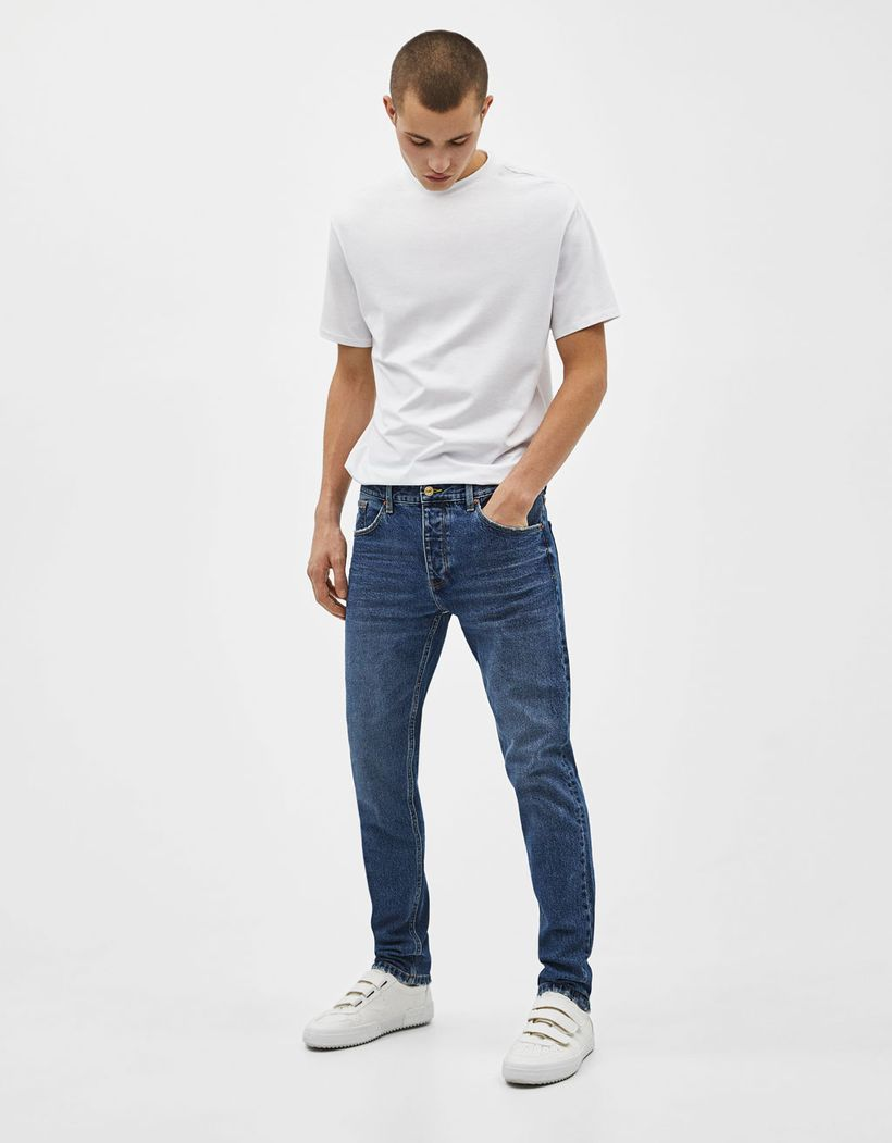 Simple blue slim fit jeans with white shoes to complete your style