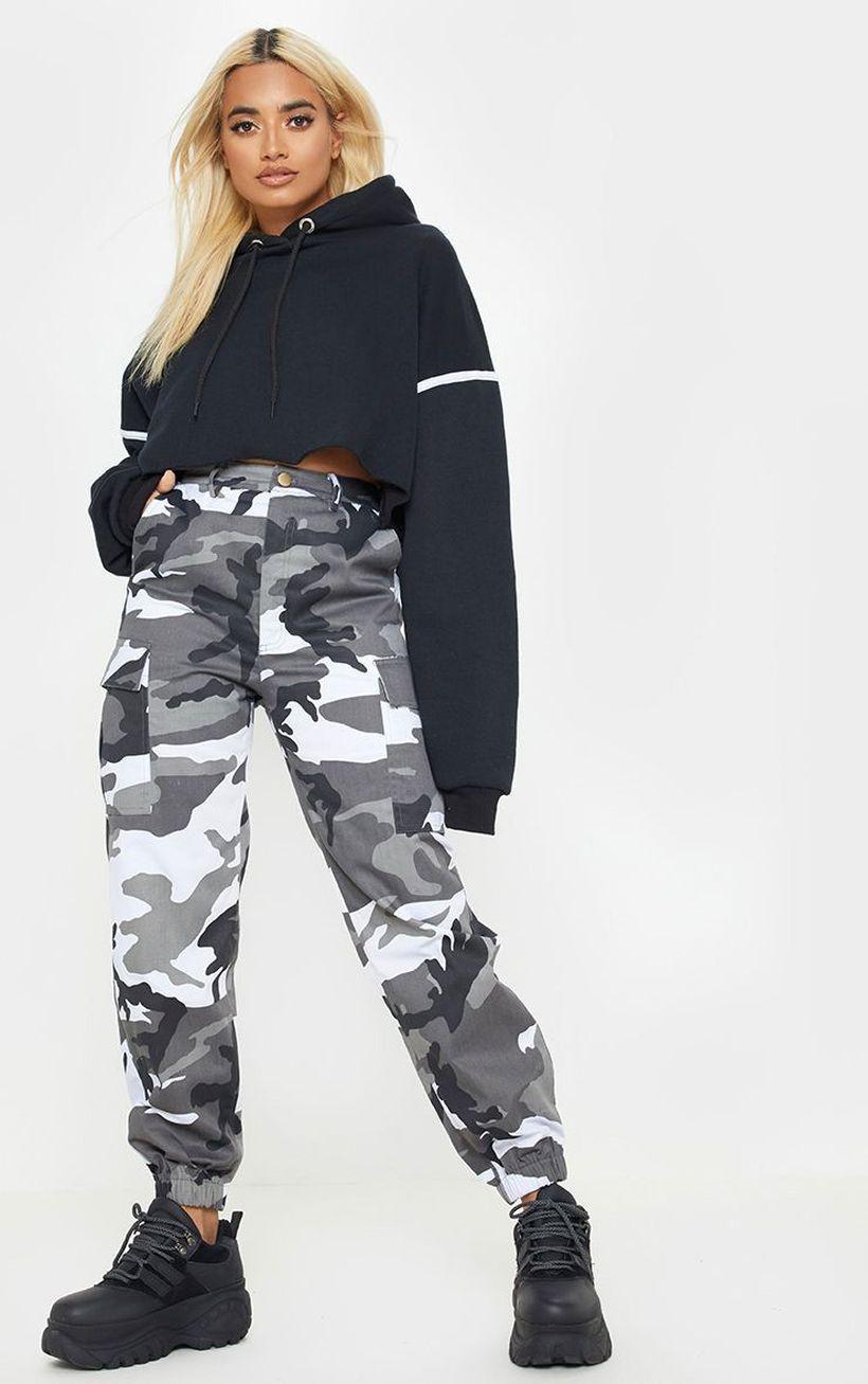 Army-beige-cargo-trouser-with-dark-blue-sweater