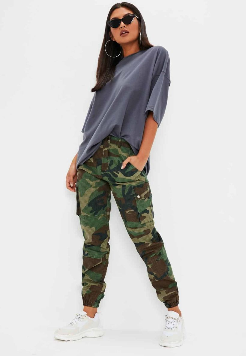 Stylish-cargo-trouser-and-blue-t-shirt