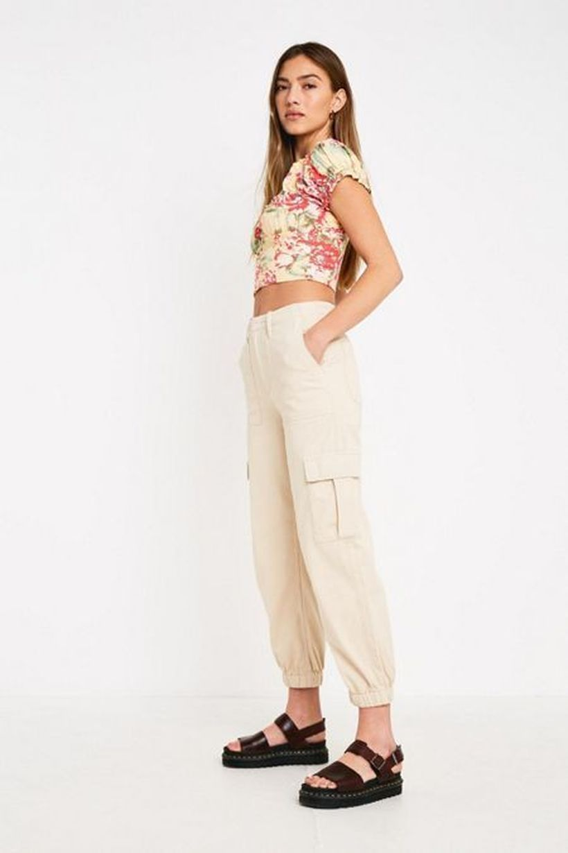 White-cargo-trouser-with-bags-on-the-side
