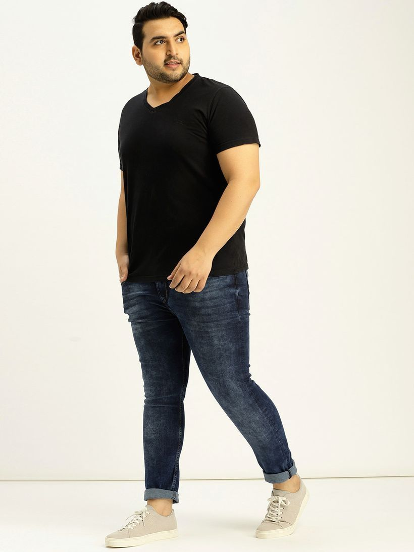Black t-shirt with denim pants and gray shoes