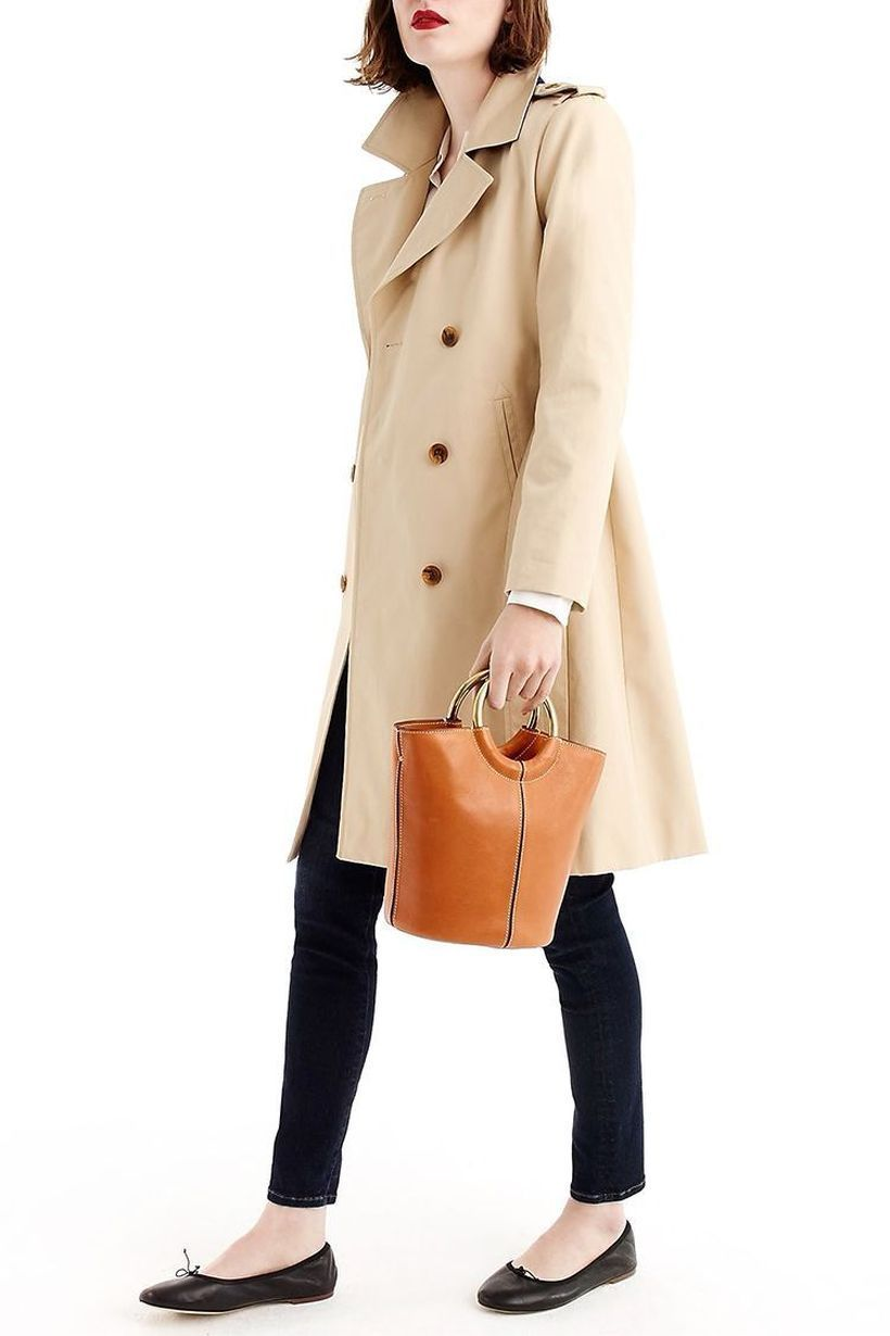 Comfortable-women-outerwear-with-beige-overcoat-black-legging-and-flatshoes-to-be-comfortable-to-wear
