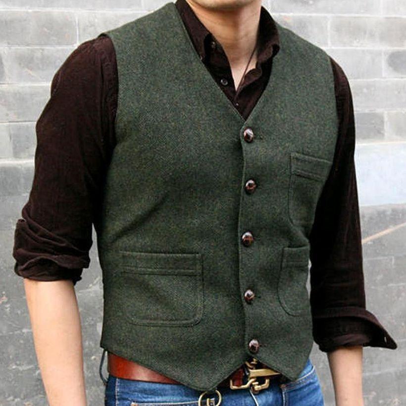 Dark-grey-vest-with-three-pockets