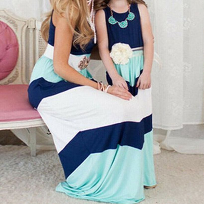 Fall-matching-outfit-for-mom-and-daughter-with-sleeveless-white-and-blue-dress-and-add-accesories-to-look-beauty