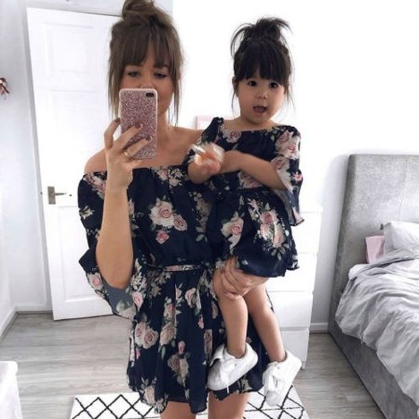 Chic-dress-mother-and-daughter-matching-girl-with-floral-outfits-long-sleeve-dresses