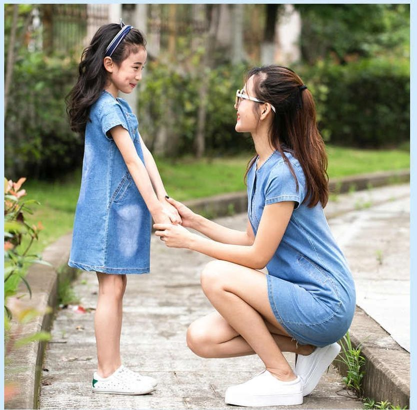 Cool-mom-and-daughhter-with-denim-dress-and-white-shoes-for-your-style