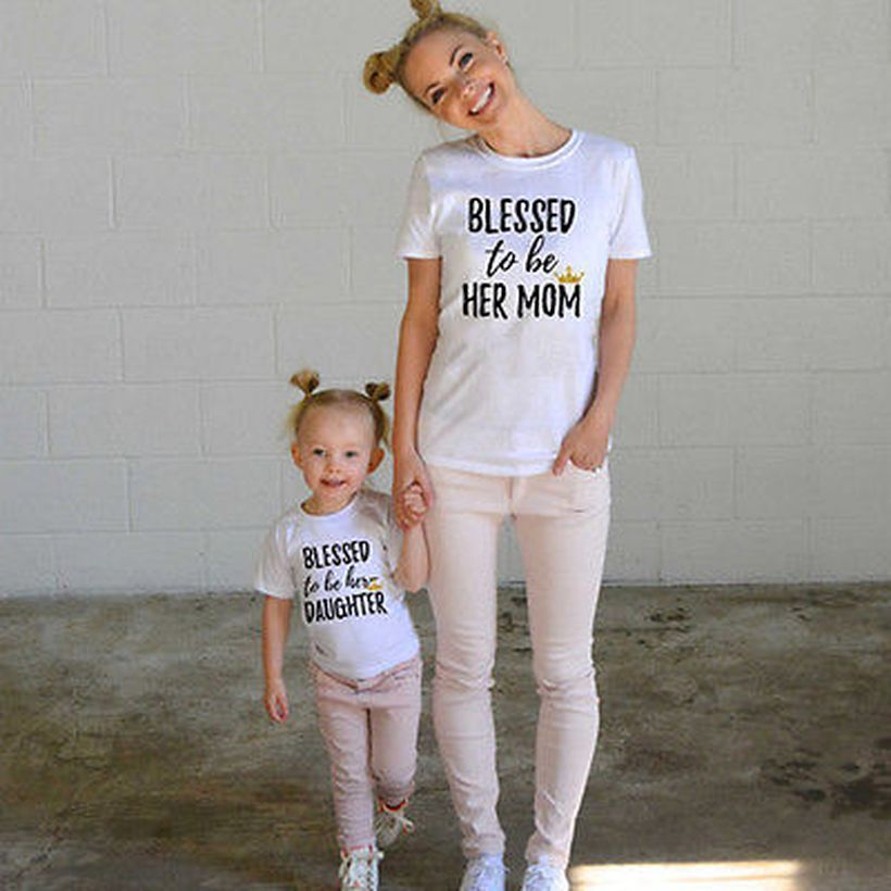 Mom-daughter-family-matching-with-t-shirt-tops-clothes-outfits-casual-and-white-pants