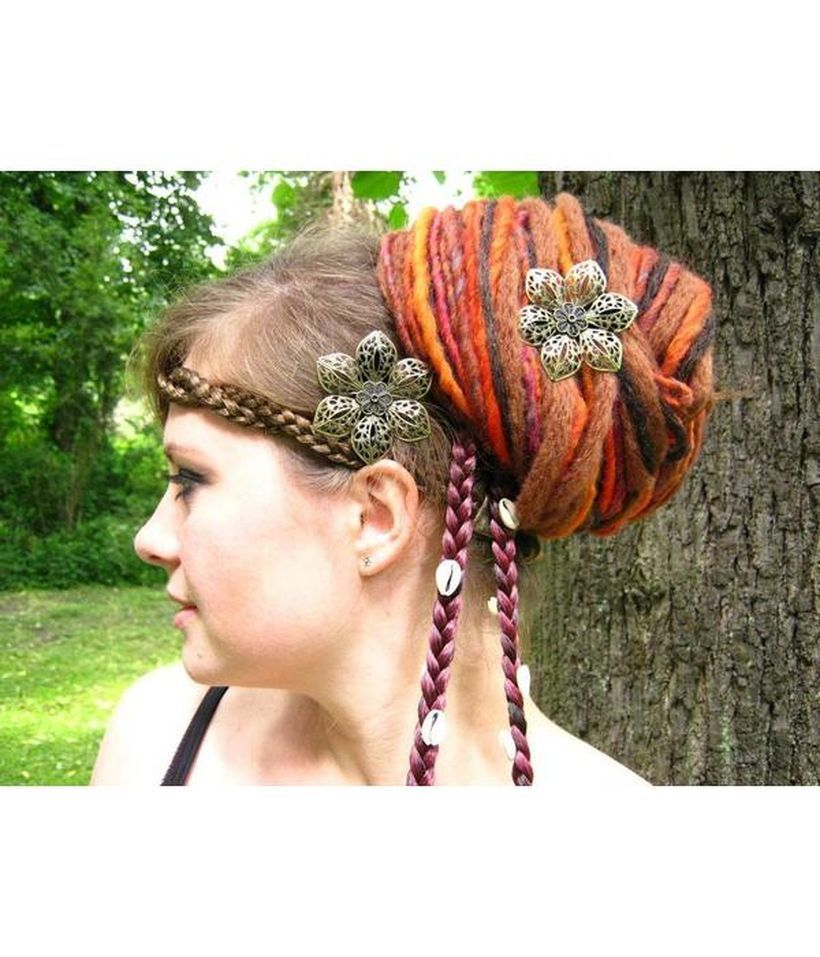 An awesome colorful gypsy hair with iron flower hair clips for pretty woman
