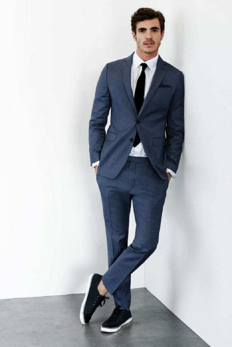 Suit with sneakers style