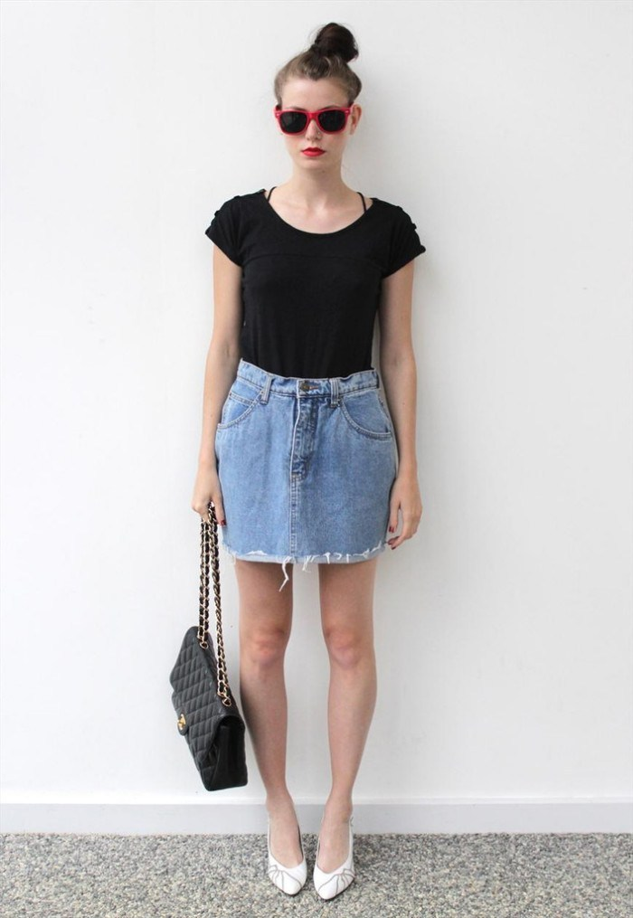 Beautiful-casual-outfit-style-for-women-with-denim-skirt-combined-black-t-shirt-to-perfect-your-style