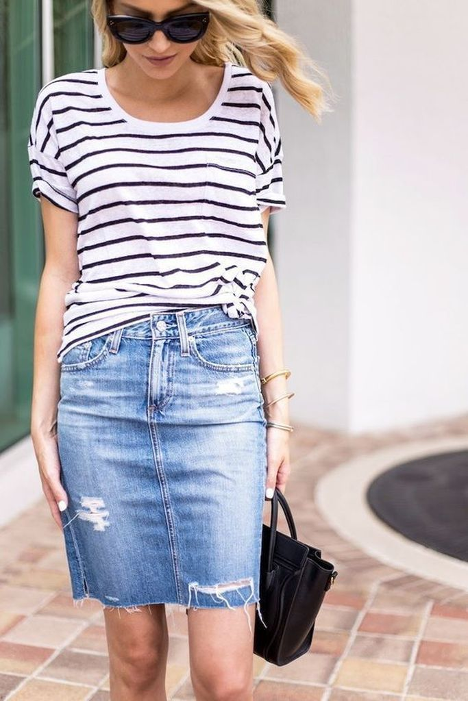 Adorable-casual-outfit-style-for-women-with-striped-t-shirt-combined-ripped-denim-skirt-to-beautify-your-style