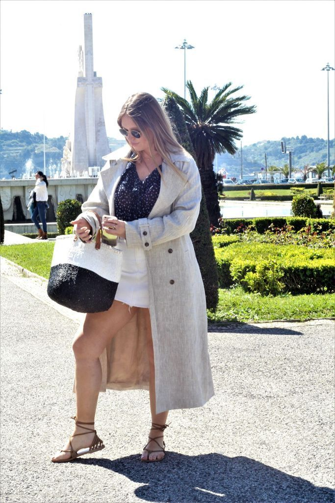 Beautiful-outfit-style-with-trench-coat-and-denim-skirt-to-perfect-your-style