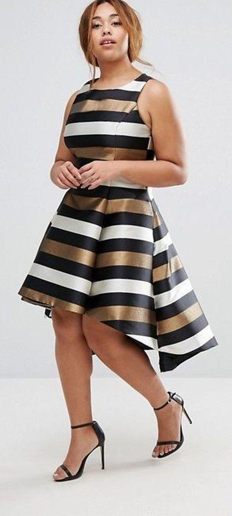 Striped dress combined wirh high heels