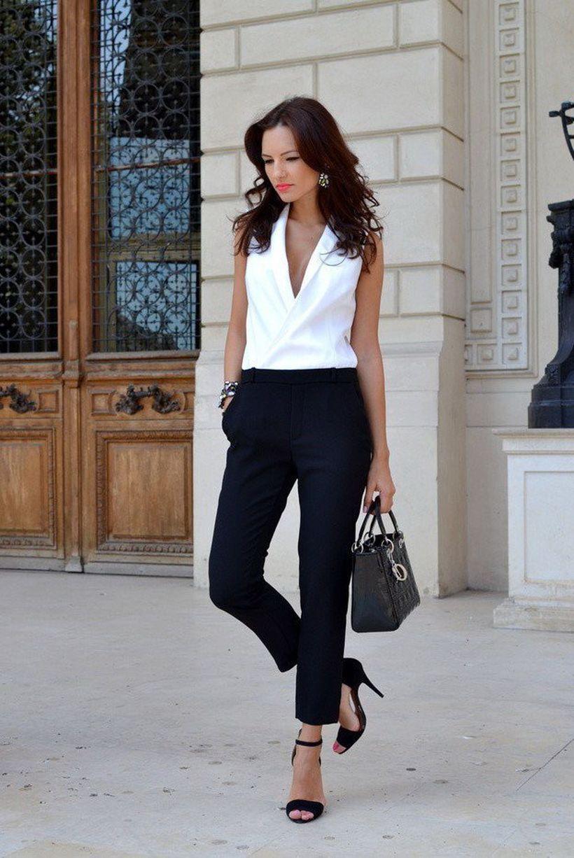 A-comfortable-scalloped-edge-blouse.-