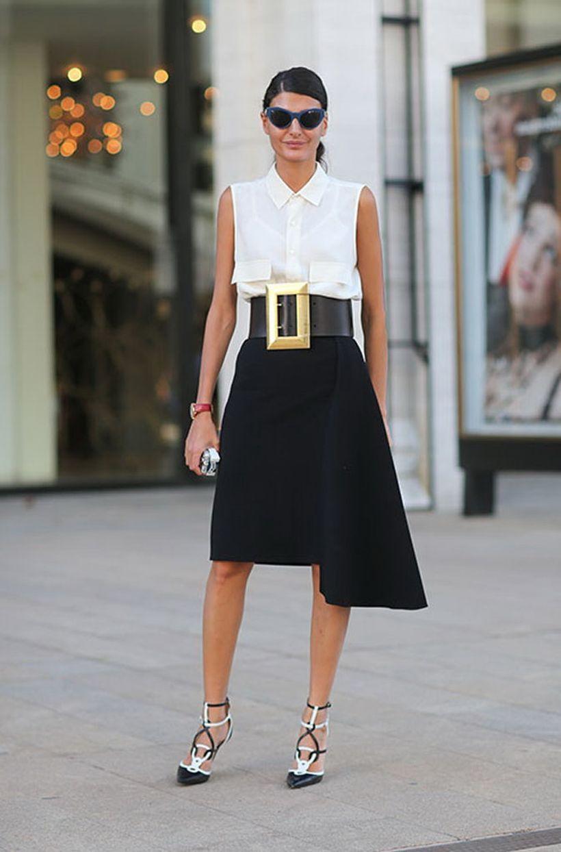An-awesome-sleeveless-white-shirt-