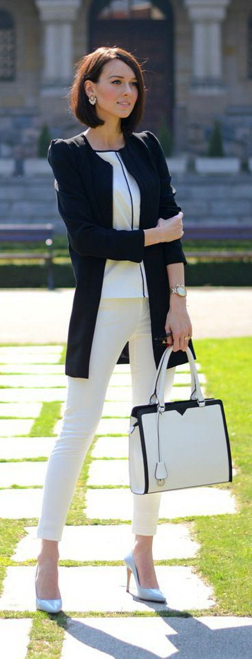 An-exciting-white-pencil-pants.-
