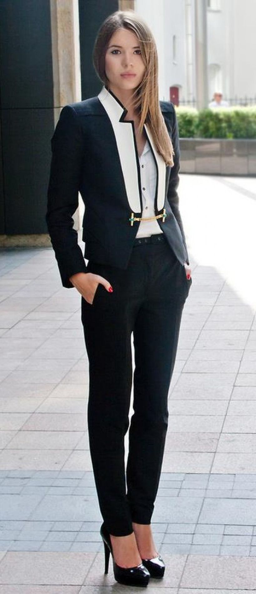 An-interesting-blazer-hitam-double-breasted.-
