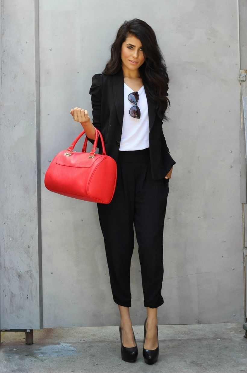 An-impressive-relaxed-fit-pant-suit.-