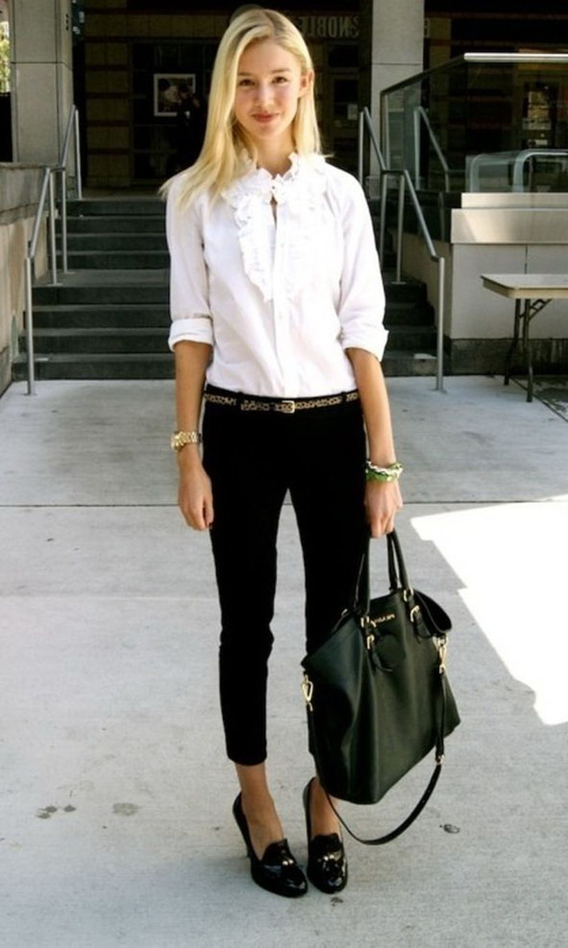 Shortened-slim-fit-black-pants-and-heeled.-