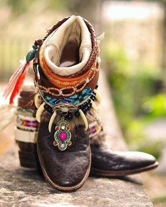 An-impressive-bohemian-shoes-for-men-with-black-leather-style-for-you-to-choose-while-you-are-going