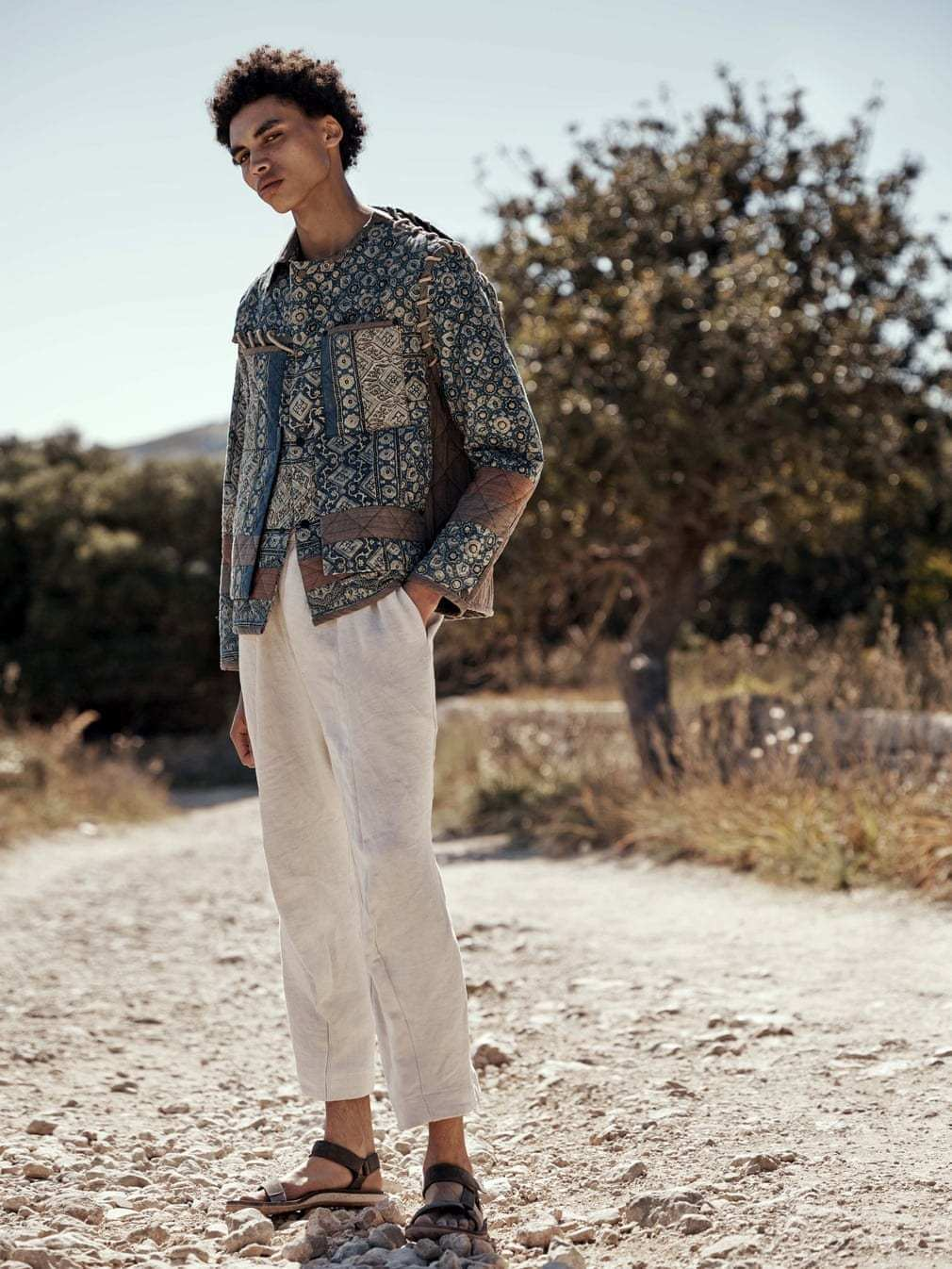 A-comfortable-bohemian-shirt-for-men-with-printed-pattern-for-your-to-look-cute