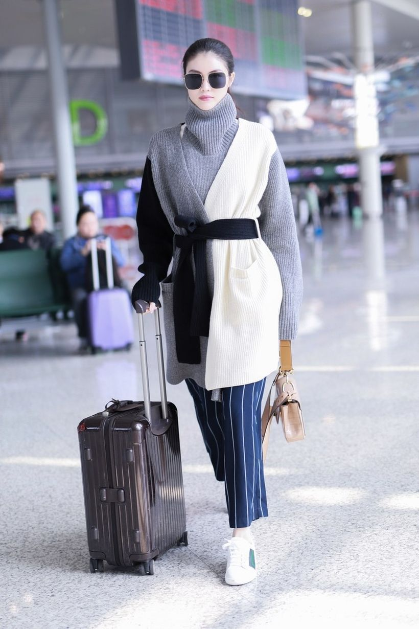 Beautiful-long-sweater-stripe-trouser-and-white-sneakers-suitable-for-traveling