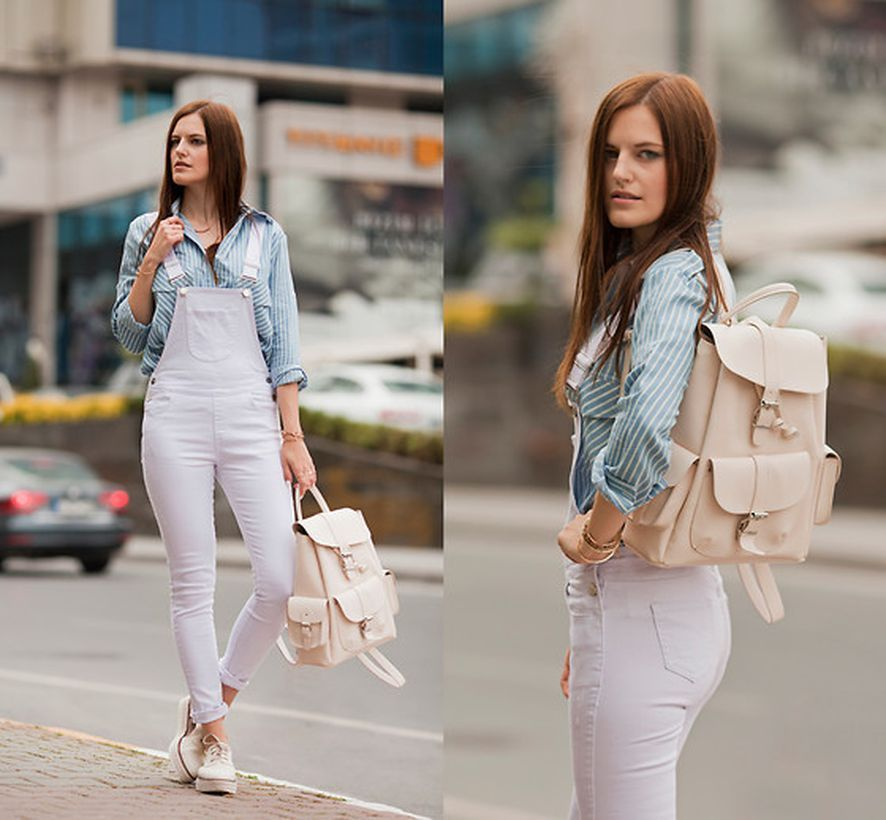 Casual-denim-jumpsuit-long-sleves-stripe-shirt-and-white-sneaker-to-be-comfortable-when-you-traveling