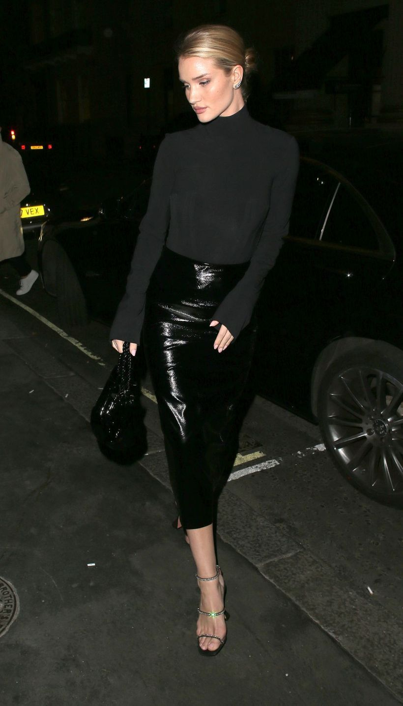 Inspired-fashion-night-time-outfit-with-slim-skirt-and-knit-sweater-all-in-black-for-your-style
