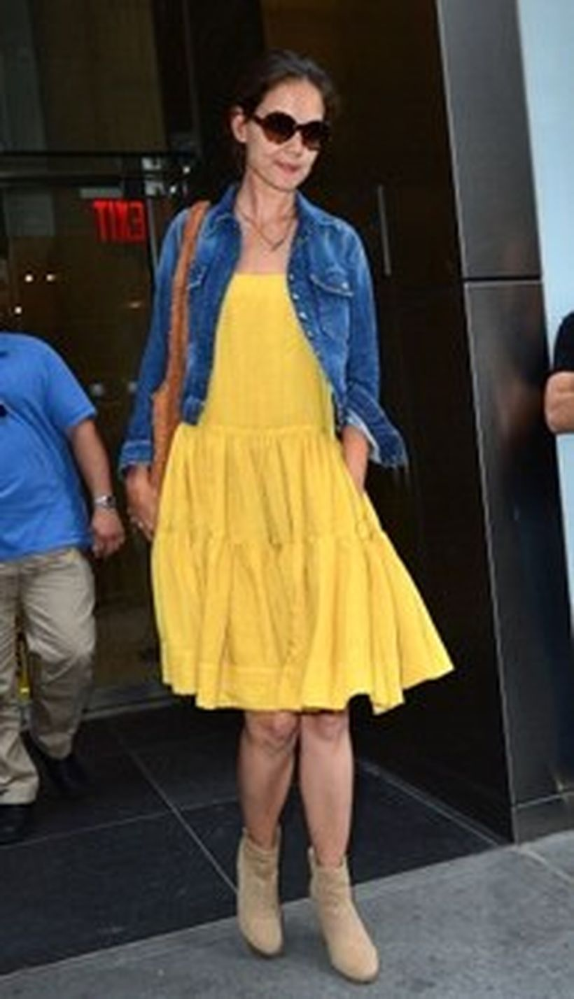 Casual-fashion-night-time-outfit-with-yellow-dress-and-denim-jacket-to-look-cool