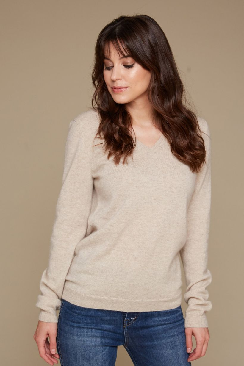 An awesome long sleeves sweaters with light brown color to look beautiful