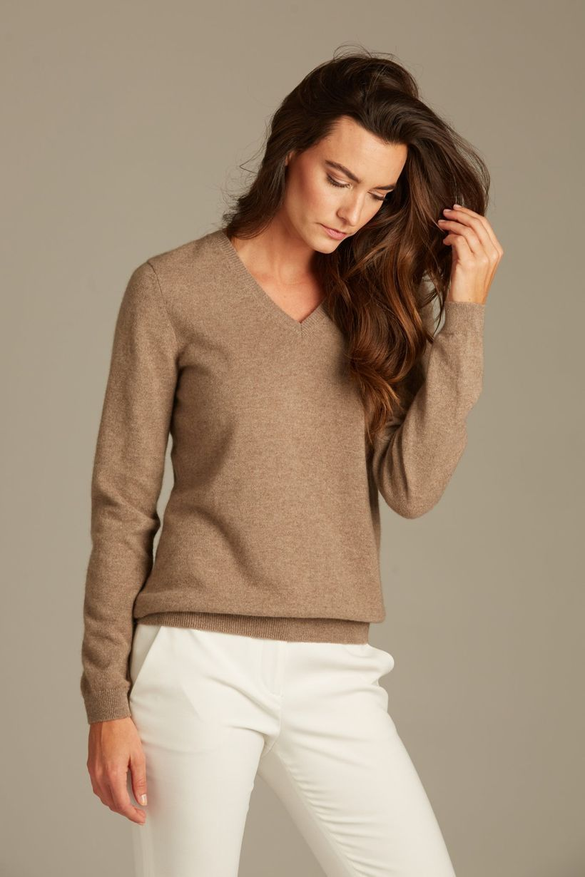 Beautiful long sleeves sweaters with brown color to look elegant