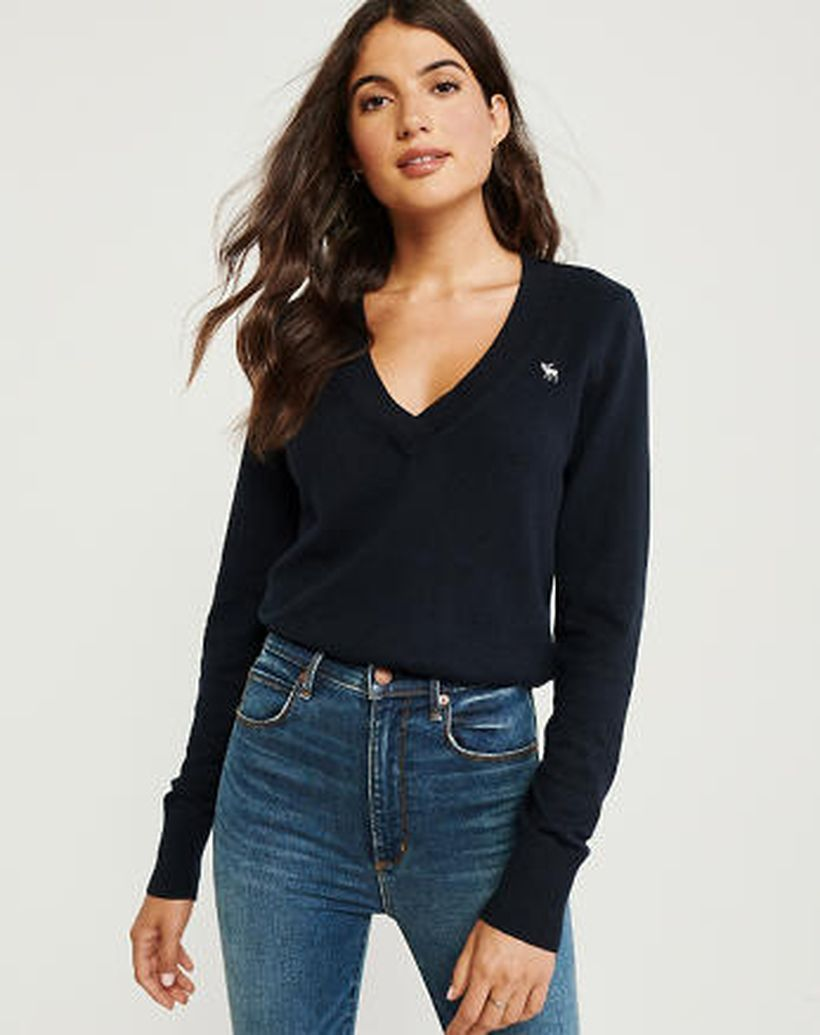 Wonderful long sleeves sweaters with black color for elegant style